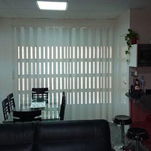 Puerta Plegable de PVC Lacada con Vidrieras